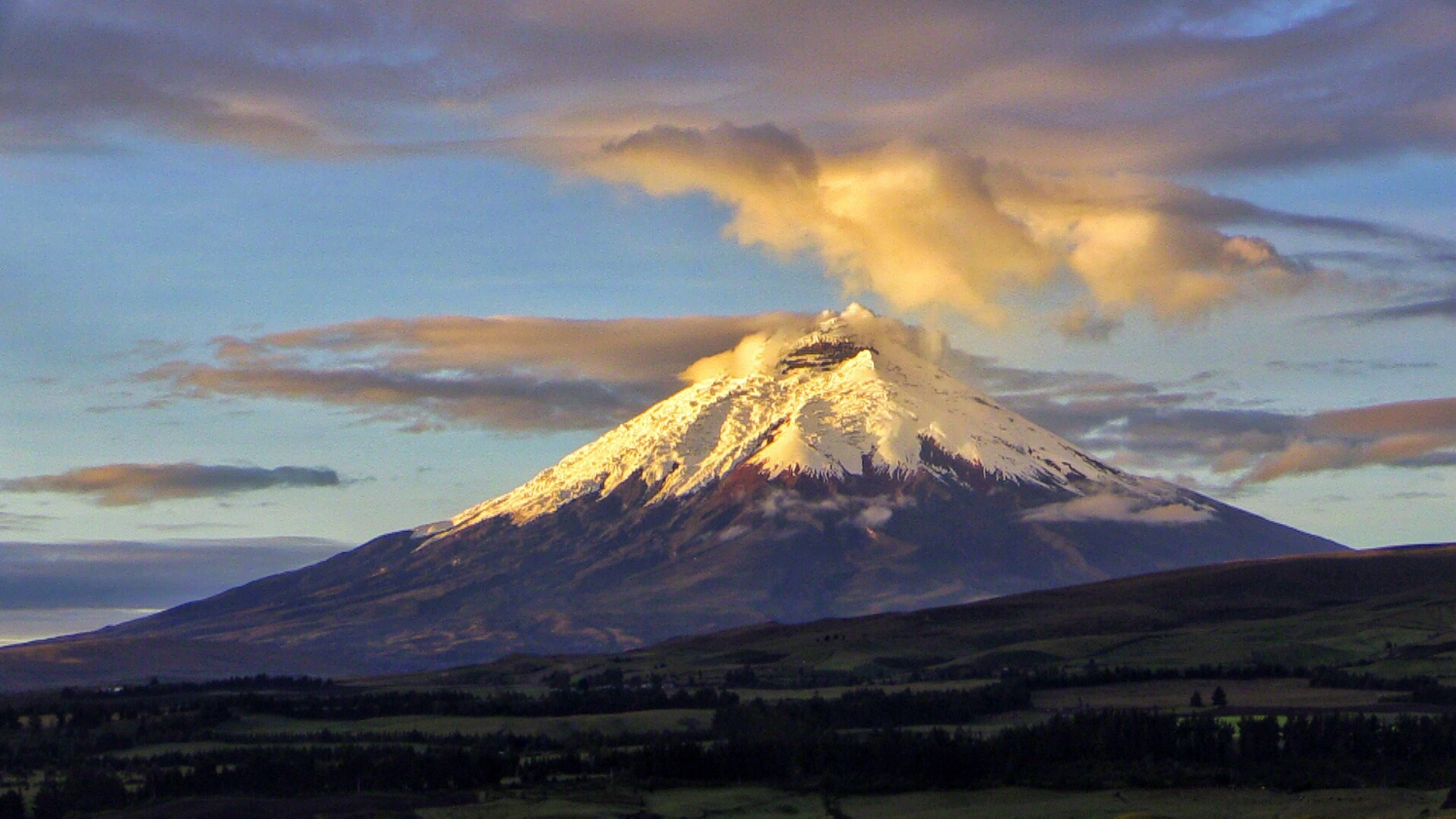 Ecuador | picture of volcanic mountain